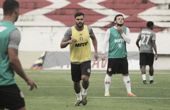 Com manutenção de titulares, Santa Cruz finaliza preparação para enfrentar Atlético-PR