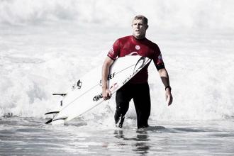 Três vezes campeão mundial de surfe, Mick Fanning anuncia aposentadoria