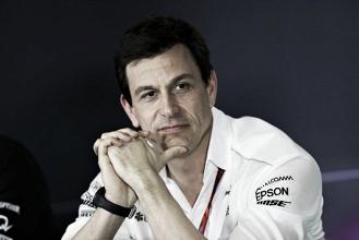 """Toto Wolff: """"Decidimos hacer lo contrario de lo que haría Vettel"""""""