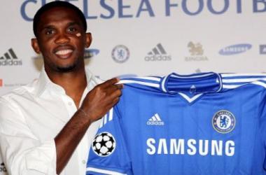 Após desistir de Rooney, Chelsea acerta com Samuel Eto'o