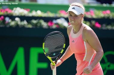 WTA Monterrey, cade Sara Errani. Avanza Caroline Wozniacki