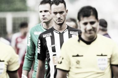 """Após a classificação do Atlético-MG, Réver faz alerta: """"Não podemos dar sopa para o azar"""""""