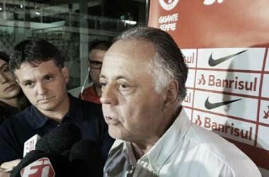 """Fernando Carvalho elogia Roth na vitória ante Flamengo: """"Armou o time muito bem"""""""