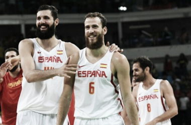 Nikola Mirotic (l.) and Sergio Rodriguez (r.) celebrate their quarterfinal victory over France at the Olympics/Photo: Mark Ralston/AFP