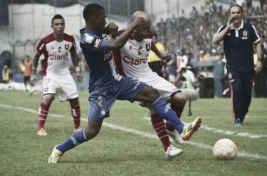 Emelec bate Universidad de Chile e segue na Libertadores