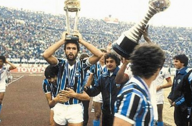 Grêmio com volta olímpica no Japão em 1983 (Foto: Divulgação / Grêmio FBPA))