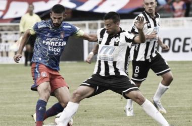 Universitario Sucre vira sobre Wanderers em jogo movimentado na abertura da Libertadores