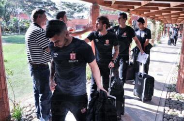 Los jugadores arribaron ayer al Hotel Camino Real de Santa Cruz de La Sierra. Foto: Prensa Estudiantes