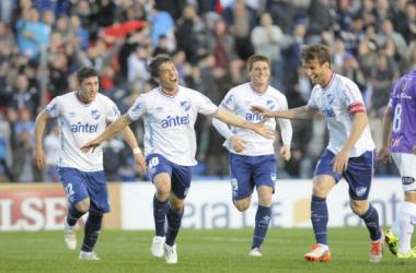 Asistentes y goleadores en la victoria del albo. Foto: Referí
