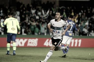 Em busca de um camisa 9, Fluminense pode acertar com Kléber, do Coritiba