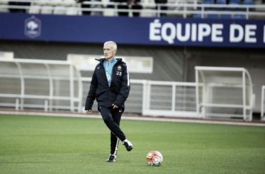 Didier Deschamps duranteun entrenamiento de la selección de Francia (FOTO: fff.fr)