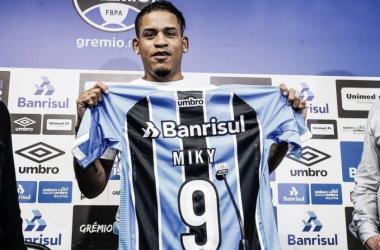 Equatoriano Michael Arroyo é oficialmente apresentado pelo Grêmio