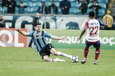 Kannemann divindo uma jogada com Eduardo em partida valida pelo Campeonato Brasileiro contra o Bahia. Foto: (Lucas Uebel/ Grêmio)
