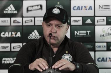 Coritiba anuncia saída do técnico Pachequinho após sofrer goleada da Ponte Preta
