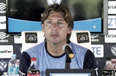 Heinze negó la existencia del diálogo entre él y Mauro Zárate luego de la derrota frente a Racing | Foto: Prensa Vélez Sarsfield