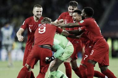 Celebración de los jugadores ingleses. Fuente: thefa.com