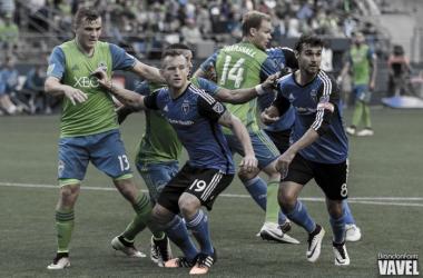 San Jose takes a corner kick. Brandon Farris - VAVEL USA