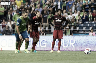 Clint Dempsey prepares to take his penalty kick against the Portland Timbers | Source: Brandon Farris - VAVEL USA