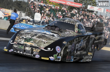 John Force and Tommy Johnson Jr get ready for session two. This would end up being a first round match up on Sunday.