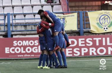 Los jugadores del Extremadura celebran uno de los tantos ante el Alcorcón. LaLiga 1|2|3