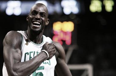 Boston Celtics aposenta camisa 5 em homenagem a Kevin Garnett