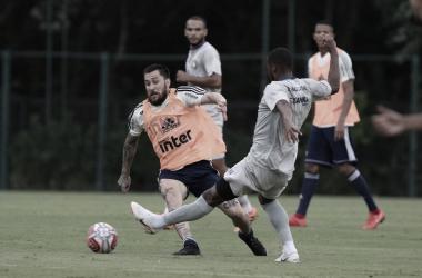 Pato marca, mas São Paulo é derrotado por São Caetano em jogo-treino