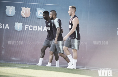 Arthur, Arturo Vidal y Ousmane Dembélé en un entrenamiento | Foto de Noelia Déniz, VAVEL