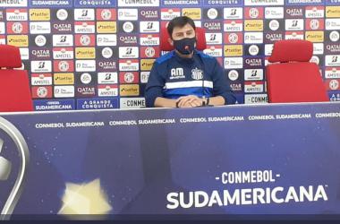 El técnico de Talleres en Conferencia de prensa. Foto: twitter Talleres