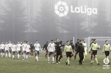Jugadores del Rayo Majadahonda en el césped del Cerro del Espino. www.laliga.es