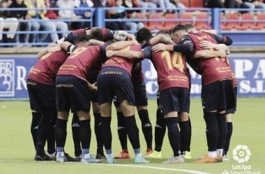 'Piña' de los jugadores del Extremadura // Imagen: LaLiga