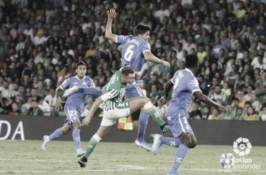 Loren peleando entre los rivales | Foto: Laiga Santander