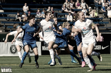Becky Sauerbrunn and Yael Averbuch against players of the Seattle Reign | Source: Brandon Farris - VAVEL  USA