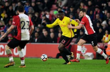 Stefano Okaka in azione durante Southampton-Watford. | Watford FC, Twitter.