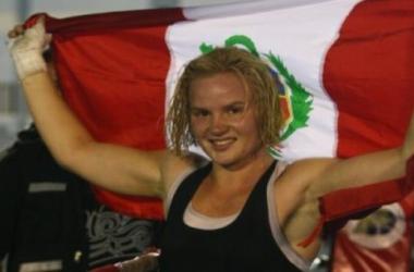 Valentina se convierte en la primera peruana en la UFC