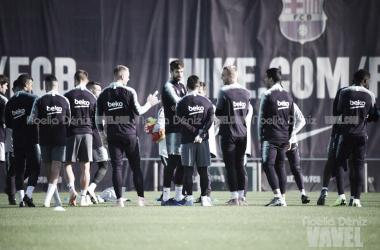 Los jugadores del Barça durante un entrenamiento en la Ciudad Deportiva. FOTO: Noelia Déniz