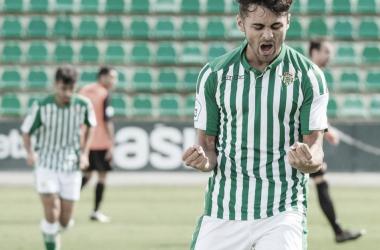 Ángel Baena celebrando su gol ante el Lebrijana | Foto: @angelbaena7