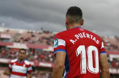 Antonio Puertas se prepara para sacar un córner. Foto: Antonio L. Juárez/Photographers