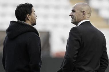 Paco Jémez y Míchel charlan tranquilamente antes de un encuentro | Fotografía: LaLiga