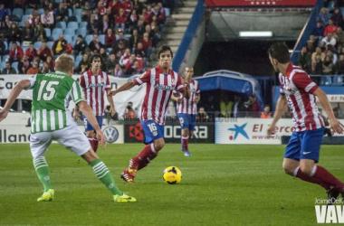 Óliver Torres busca el desmarque de David Villa | Foto: Jaime del Campo - VAVEL.com.