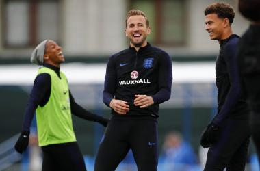 Tanti sorrisi nell'allenamento odierno dell'Inghilterra. | @England, Twitter.