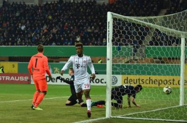 Kingsley Coman dopo il gol che ha sbloccato il match. | The DFB-Pokal, Twitter.