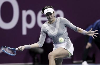 Muguruza pegando su derecha | Foto: WTA Premier 5 de Doha
