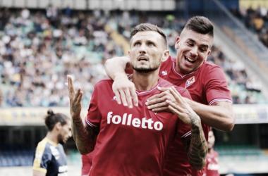 Thereau e Giovanni Simeone festeggiano il gol del parziale 0-2 sul campo dell'Hellas.   ACF Fiorentina, Twitter.