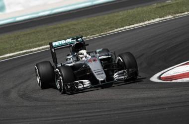 Lewis Hamitlon en el trazado malayo | Foto: Fórmula 1