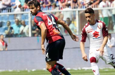 Miguel Veloso ed Alejandro Berenguer durante la gara odierna. | Genoa CFC, Twitter.
