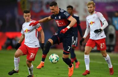Sandro Wagner in azione sulla pressione di Demme. | FC Bayern English, Twitter.
