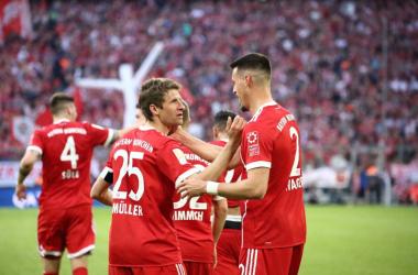 Thomas Muller e Sandro Wagner festeggiano uno dei due gol da loro confezionati oggi. | FC Bayern Munchen, Twitter.
