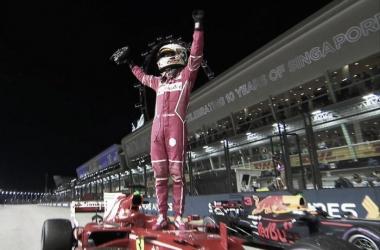 Vettel festeja sobre su Ferrari   Foto: Fórmula 1