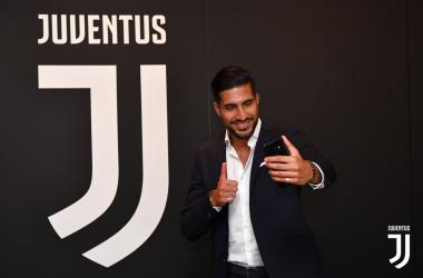 Ieri era la giornata mondiale del selfie e Can non se l'è fatto dire due volte... | JuventusFC, Twitter.
