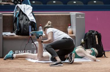 Bouchard recibiendo atención médica | Foto: WTA